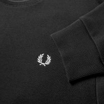 Fred Perry Authentic Reverse Wreath Aplique Sweat Black